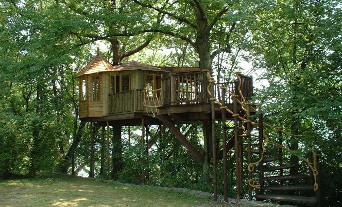 The spacious Lakeside Treehouse, built and designed by Blue Forest, is a peaceful sanctuary.
