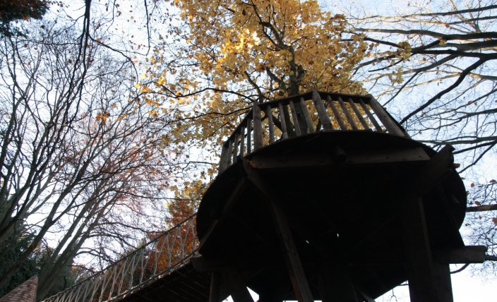 The Sleepy Hollow treehouse, built and designed by Blue Forest, is linked to the play deck by rope bridge