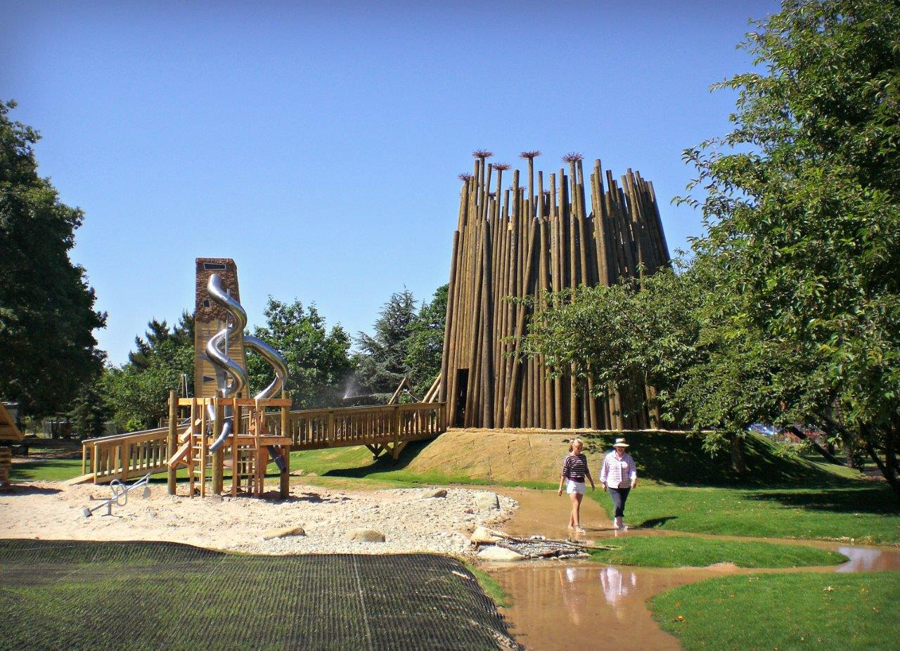 Pensthorpe WildRootz Play Area, built and designed by Blue Forest, has a giant maze made from more than 140 timber logs.