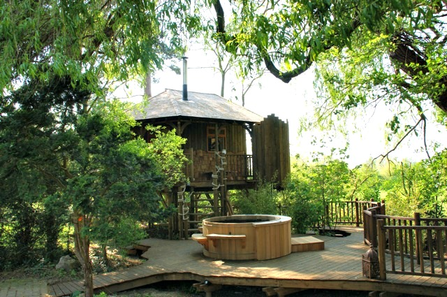 The luxurious Willow Nook treehouse, designed and built by Blue Forest, has a large amount of open plan space.