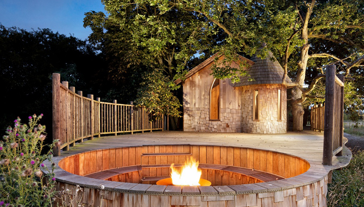 The Nook treehouse, designed and built by Blue Forest, has a firepit which makes it easy to enjoy the evening air without the British chill.