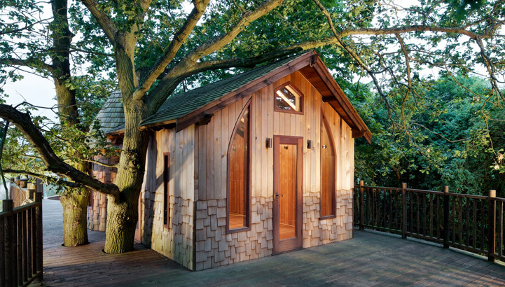 The Nook treehouse, designed and built by Blue Forest, has a premium grade cedar lining and classic oak flooring.
